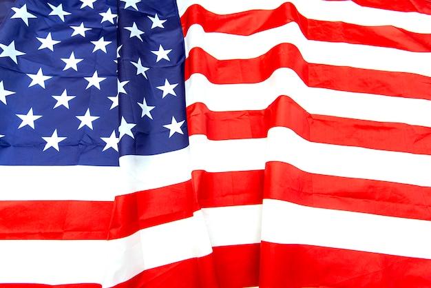 Natuurlijke stof verfrommeld usa vlag, bovenaanzicht van de amerikaanse vlag van de vod
