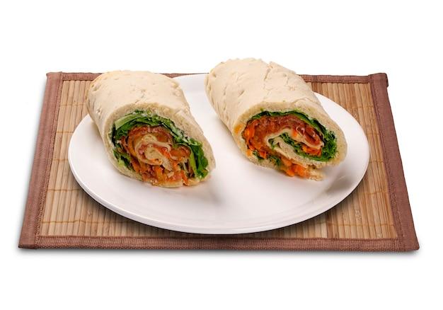 Natuurlijke verse baguettesandwich met salade.