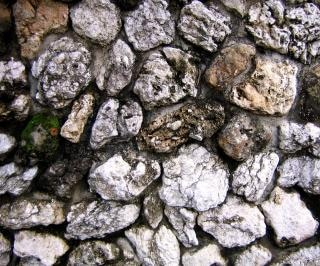 Natuurstenen muur, oude