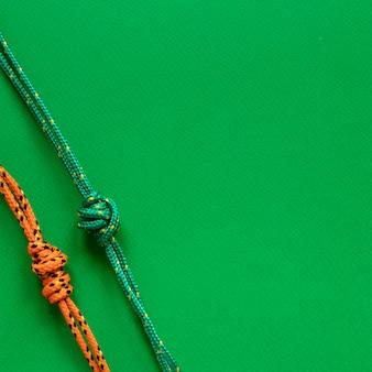 Nautische touwknopen kopiëren ruimte groene achtergrond