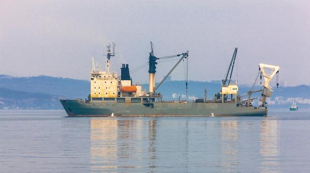 Nautische visserij coracles op zee.