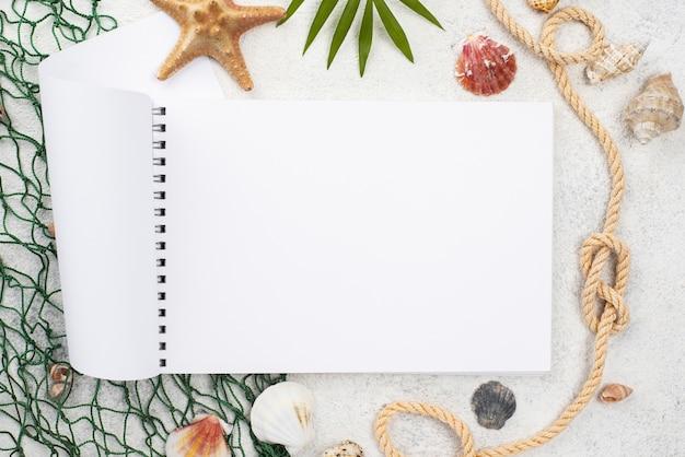 Nautische zomer met notebook