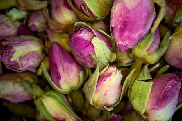 Nauwe weergave gedroogde roze roos