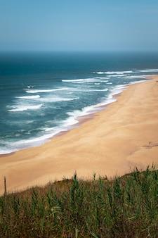 Nazar kust een van de dapperste ter wereld met de grootste golven overal, portugal