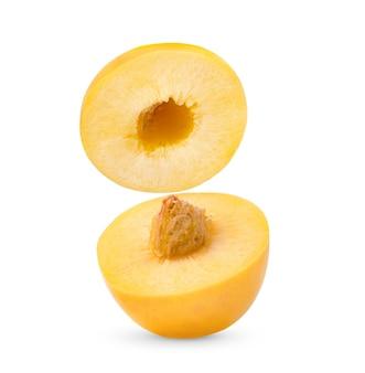 Nectarine geïsoleerd op witte achtergrond