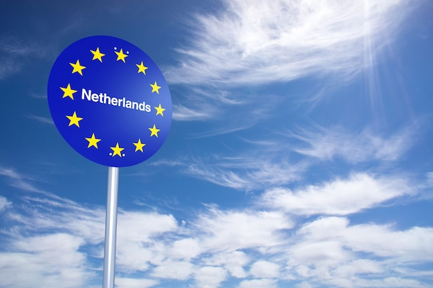 Nederland grensbord met wolken hemel. 3d-rendering