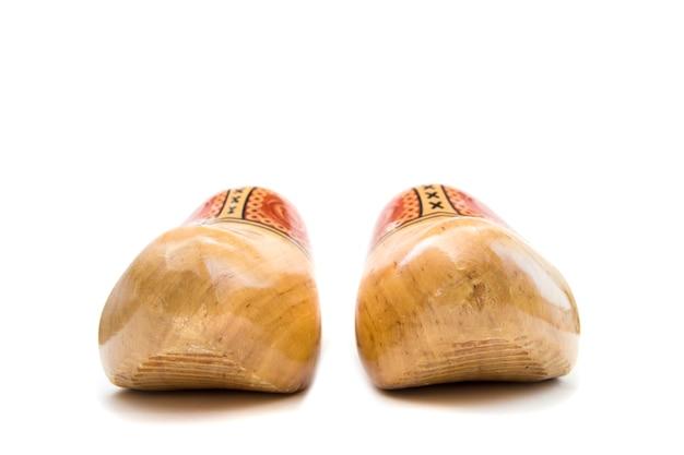 Nederlandse houten belemmeringen die op de witte achtergrond worden geïsoleerd