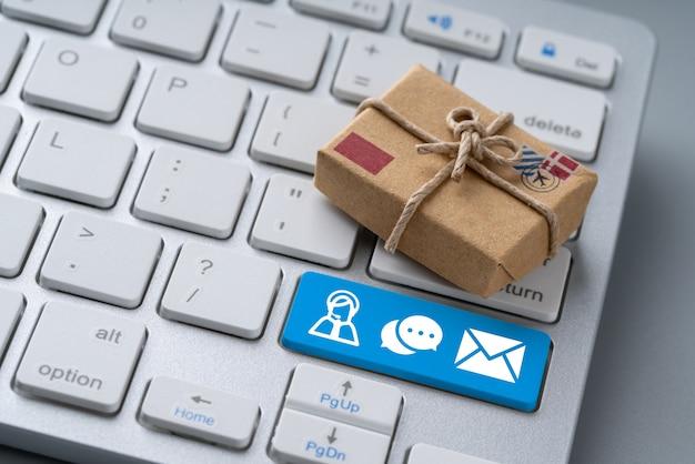 Neem contact met ons op bedrijfspictogram op computertoetsenbord in retro stijl