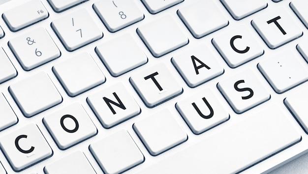 Neem contact met ons op word op modern computertoetsenbord