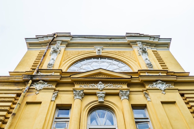 Neo-renaissancistisch verlaten landhuis - apytalaukis manor house, litouwen.