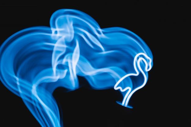 Neon blauwe flamingo led-lamp in beweging