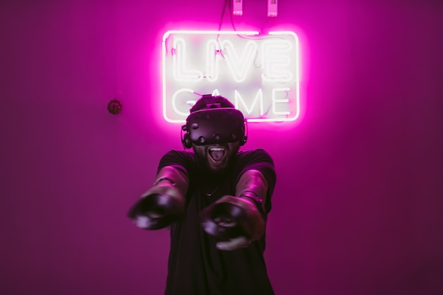 Neon in cyberpunkstijl en de digitale wereld
