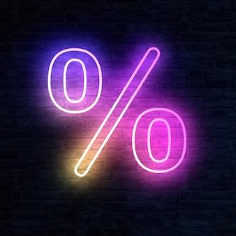 Neon procentteken met verlichting op een bakstenen muur in 3D-rendering