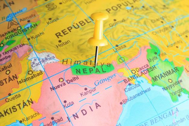 Nepal gevestigd op een kaart van azië