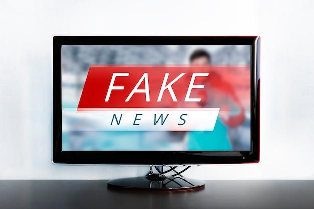 Nepnieuws op het tv-scherm, hoax-concept. nieuwsbericht met vals nieuws. de waarheid verkeerd weergegeven in het nieuws op een moderne tv. zombie-tv. misleiding van kijkers. corrupte journalistiek. agitatie en propaganda