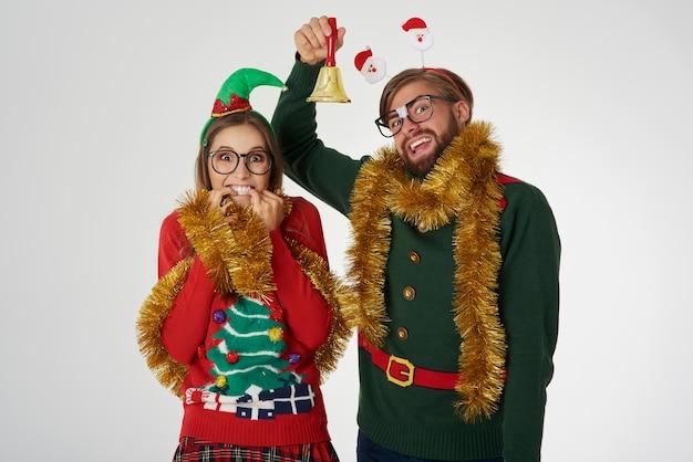 Nerdpaar kondigt de kerst aan