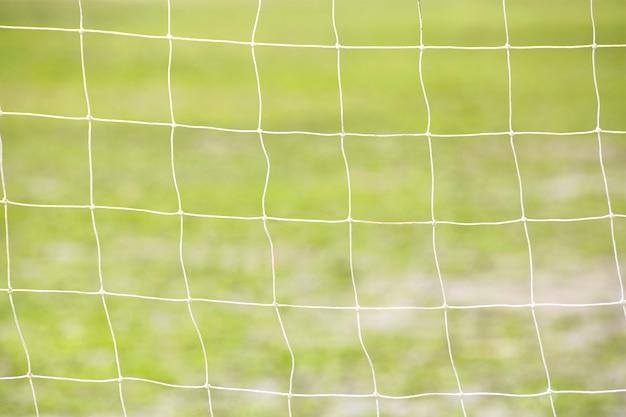 Netto van het doel van het voetbal groene gras van het voetbalgebied.