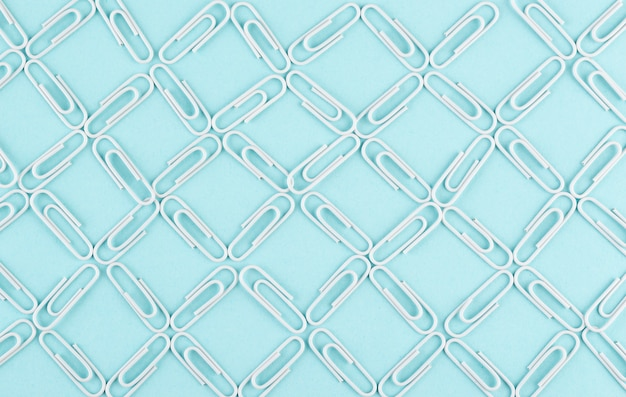 Netwerkconcept met paperclips boven weergave