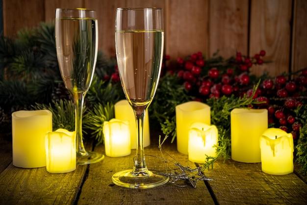 New years kerstviering met glazen en champagne