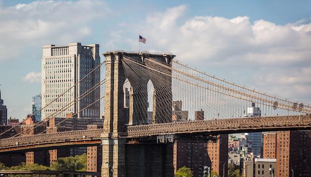 New york city skyline panorama met brooklyn bridge