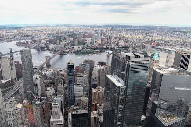 New york, de vs 18 juni 2018: luchtmening van het inbouwen van de stad van new york van één wereldhandelsgebouw.