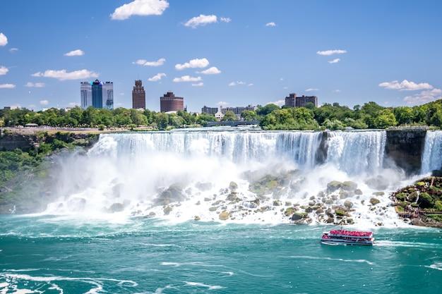 Niagara-waterval in de zomer