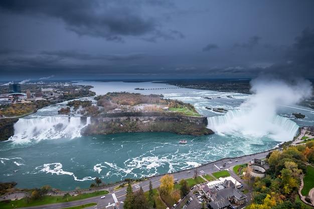 Niagara waterval van bovenaf, luchtfoto van niagara waterval.