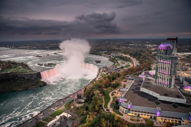 Niagara-watervallen bij nacht