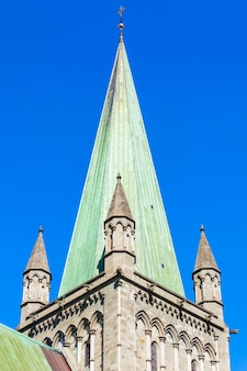 Nidaros cathedral of nidarosdomen of nidaros domkirke is een kerk van noorwegen kathedraal gelegen in de stad trondheim, noorwegen