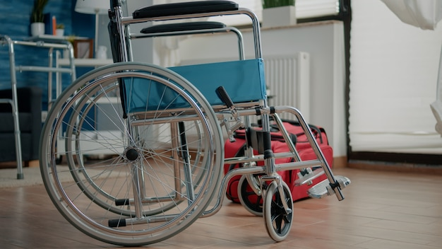 Niemand in verpleeghuiskamer met transportondersteuning