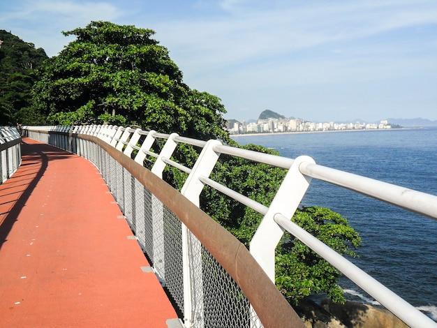 Niemeyer avenue fietspad, rio de janeiro, brazilië.