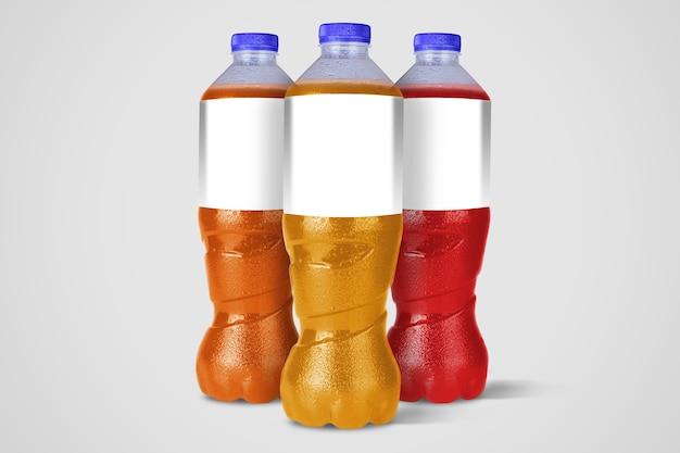 Niet-alcoholische drankflessen die op wit worden geïsoleerd