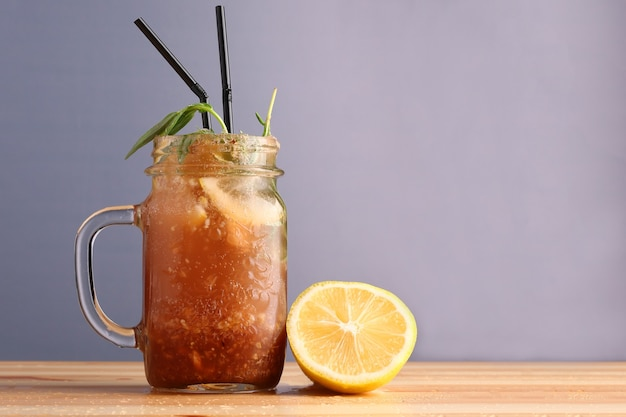 Niet-alcoholische zomerdranken van citrusvruchten