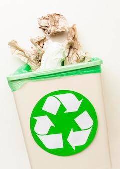 Niet gevaarlijk afval voor natuurpapier