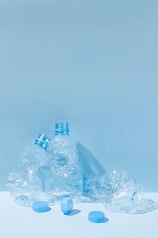 Niet milieuvriendelijk assortiment plastic voorwerpen