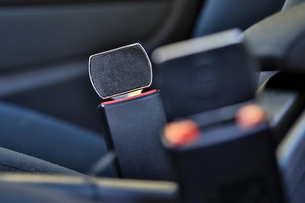 Niet vergrendeld autogordel vastgemaakt niet gesloten gevaar