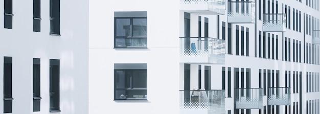 Nieuw gebouwde appartementsgebouwen architectuur en residentieel vastgoedconcept