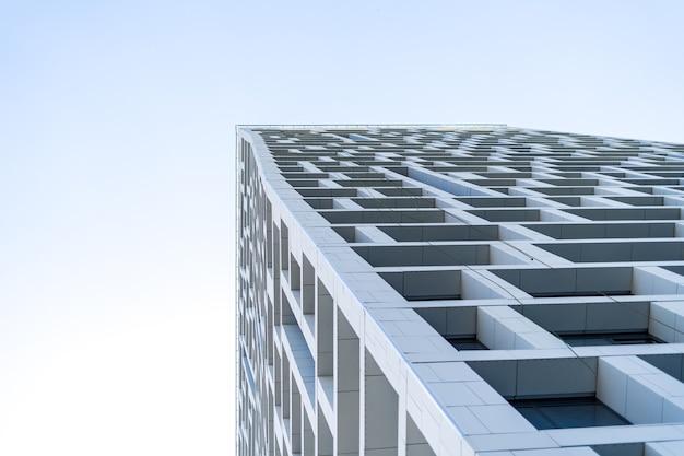 Nieuw modern flatgebouw exterieur