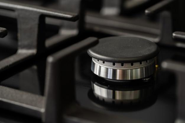 Nieuw modern glanzend metalen gasfornuis close-up
