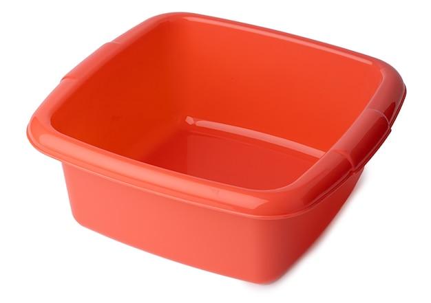Nieuw plastic helder bassin dat op wit wordt geïsoleerd