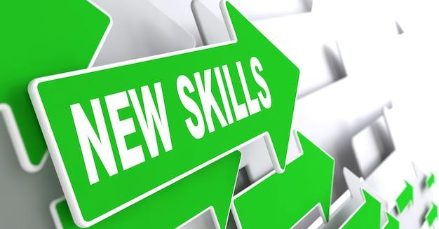 Nieuw vaardighedenconcept. groene pijlen op een grijze achtergrond geven de richting aan.