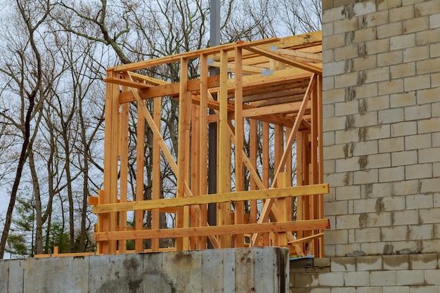 Nieuw woonhuis framing binnenaanzicht in aanbouw nieuw huis