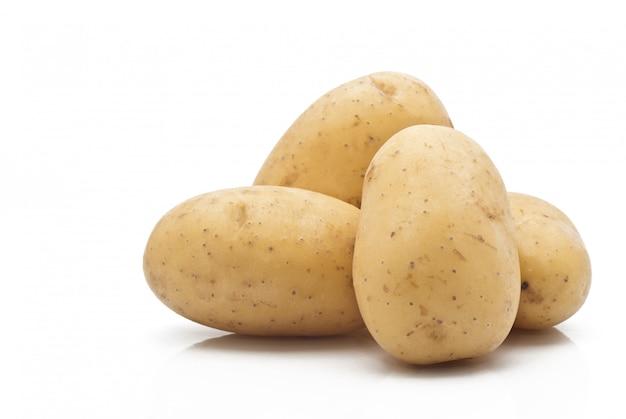 Nieuwe aardappelen geïsoleerd