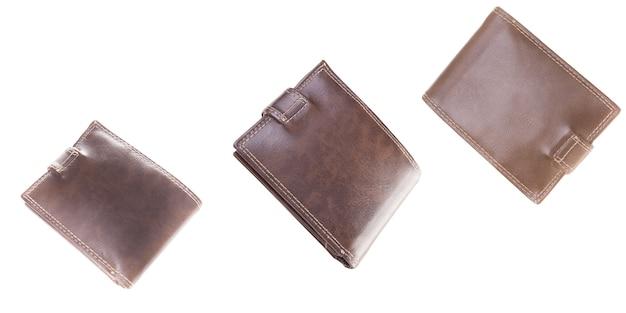 Nieuwe bruine portemonnee gemaakt van hoogwaardig leer geïsoleerd op een witte achtergrond. luxe geldzak van natuurlijk materiaal