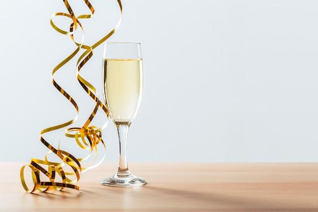 Nieuwe de vooravondviering van het jaar met champagne