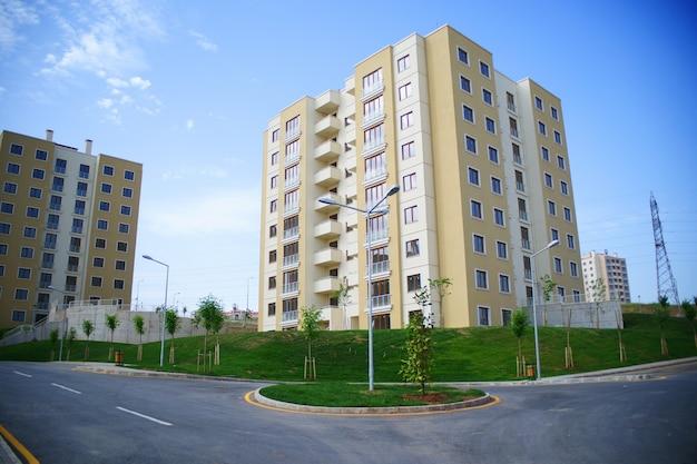 Nieuwe gebouwen met groene gebieden