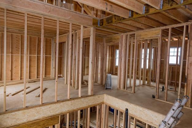 Nieuwe huisconstructie van een huis in aanbouw