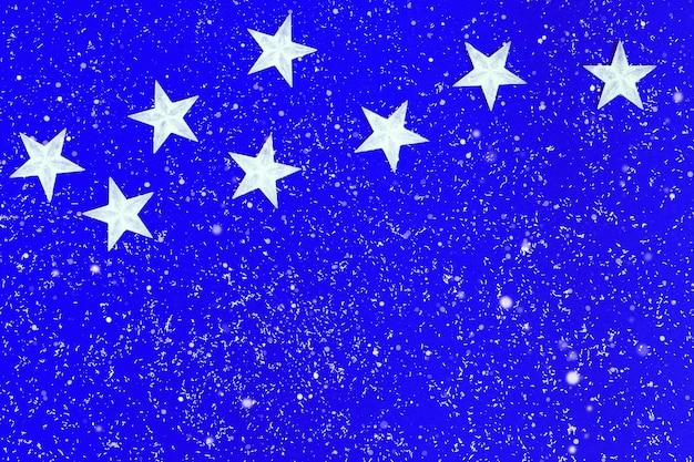 Nieuwe jaar sterren witte kleur op surrealistische hemel