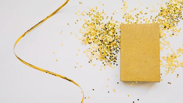 Nieuwe jaarsamenstelling met gouden boek