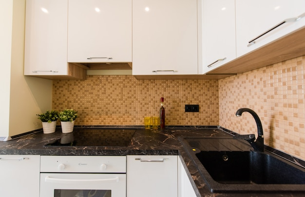 Nieuwe keuken in een nieuw appartement
